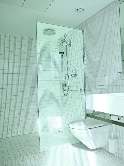 Duschen Festverglasung durch Duschtrennwände
