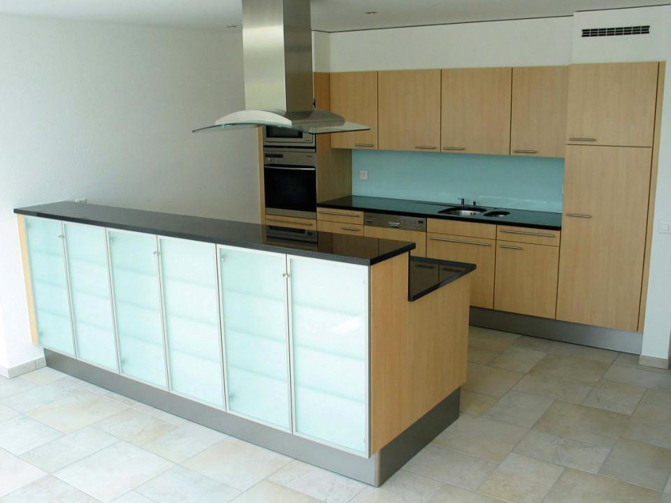 Kuchenfront farbig aus pflegeleichtem glas for Küchenfront