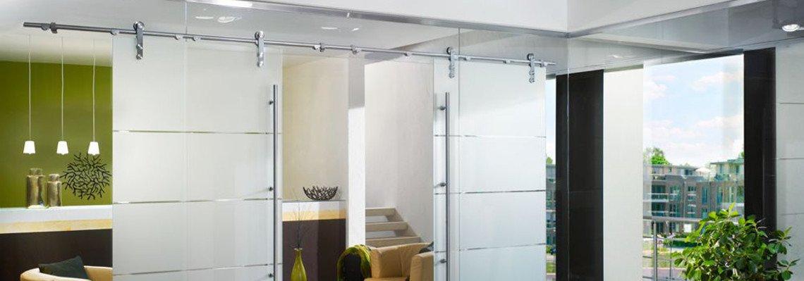 Glasschiebetüre und Trennwand aus Glas