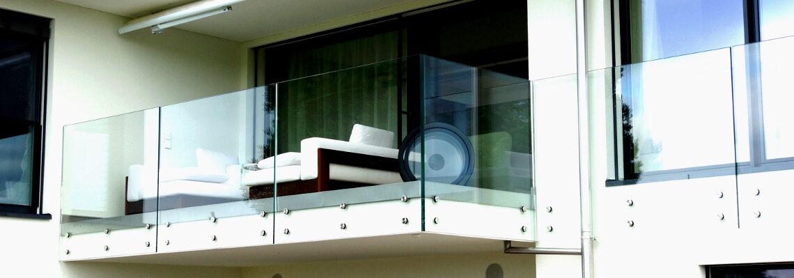 Glasgeländer mit Punkthalter